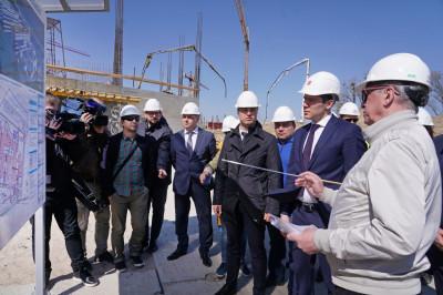На строительстве онкоцентра завершается возведение нулевого цикла