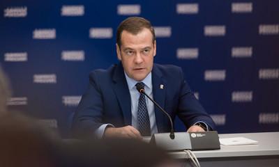 Медведев одобрил инициативу глав регионов возглавить реготделения «ЕР»