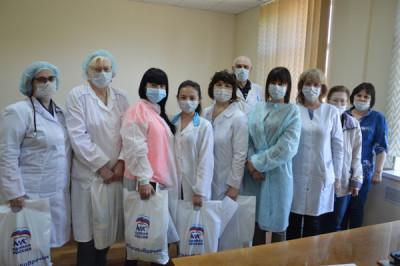 Мамоновской городской больнице переданы чайные наборы