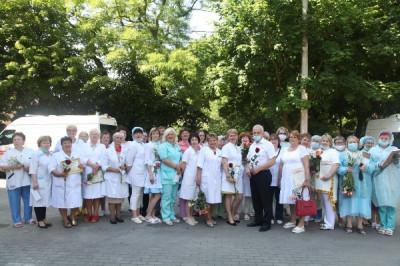 Единороссы Балтийска поздравили врачей с профессиональным праздником