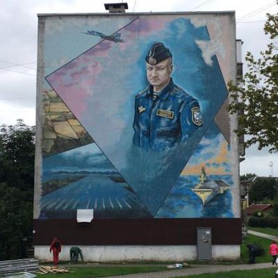 Единороссы Калининграда увековечили память героя РФ