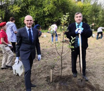 Единороссы Славска приняли участие в акции «Сад памяти»