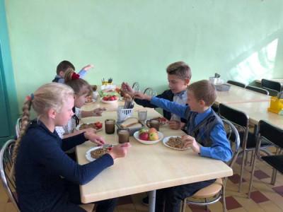Единороссы Немана мониторят питание в начальных классах