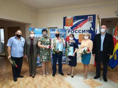 Единороссы региона поздравили учителей с праздником