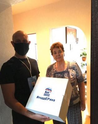 Волонтёры доставили продуктовые наборы нуждающимся