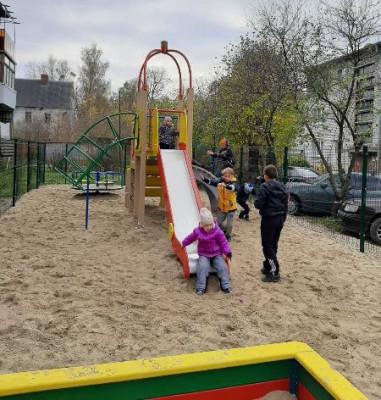 По инициативе единоросса в Мамоново установлена детская площадка