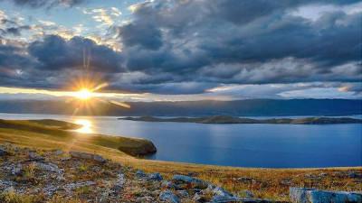 """""""Единая Россия"""" предлагает меры по сохранению озера Байкал"""