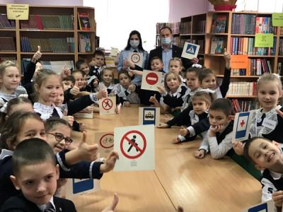 Урок «Юный пешеход» для гимназистов провели калининградские единороссы