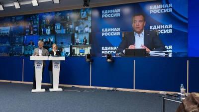 «Единая Россия» окажет помощь медикам и людям в сложной ситуации
