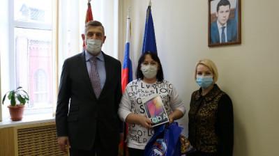 В Советске многодетной семье передан планшет
