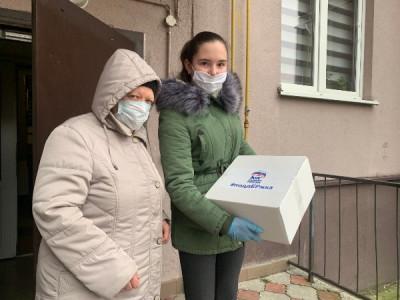 Активисты региона доставляют продуктовые наборы нуждающимся