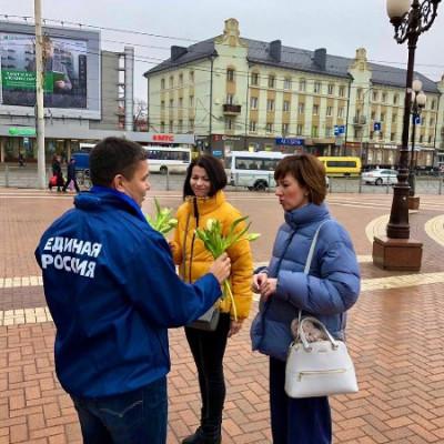 «Единая Россия» поздравила женщин региона с праздником