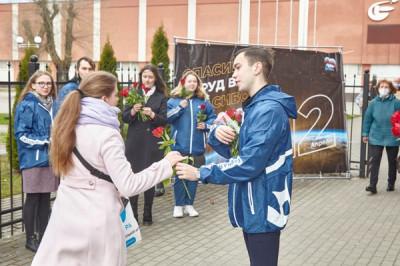 Единороссы поздравили с Днём космонавтики сотрудников ОКБ «Факел»
