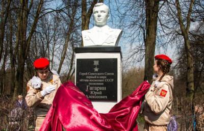 Единороссы Калининграда приняли участие в открытии бюста Гагарина