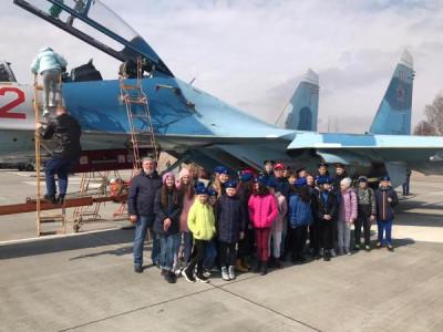 Единороссы организовали экскурсию для детей на аэродром «Чкаловск»