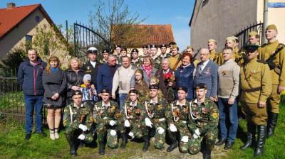 В Озёрске «Единая Россия» организовала парад у дома ветерана