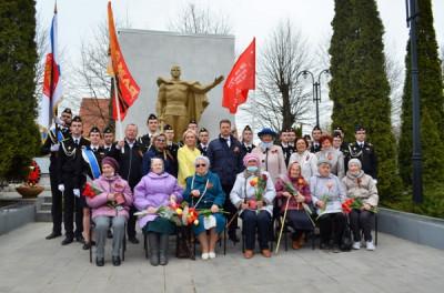 Единороссы региона поздравили ветеранов с 9 Мая