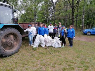 Единороссы Правдинска приняли участие в экологическом субботнике