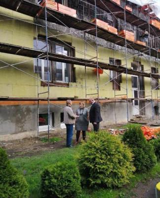 Единороссы Озёрска контролируют ремонтные работы здания детского сада