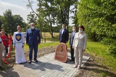 Единороссы Калининграда приняли участие в закладке памятного знака