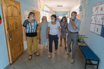 «Единая Россия»: Учебный год в школах начнется в очном формате