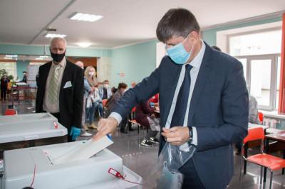 Проголосовал секретарь регионального отделения партии Андрей Кропоткин